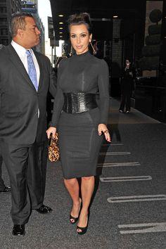 Kim Kardashian Super Fitted Black Dress w/ Leopard Clutch. Classy yet super sexy