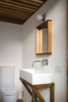 El toilette es de diseño muy simple y repite los elementos y colores del resto de los ambientes del PH