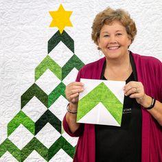 O Christmas Tree, O Christmas Tree! Jenny Doan's Christmas Tree Quilt tutorial f… – Quilt Patterns Missouri Star Quilt Tutorials, Quilting Tutorials, Quilting Projects, Msqc Tutorials, Quilting Patterns, Quilting Ideas, Christmas Quilt Patterns, Christmas Sewing, Christmas Quilting