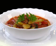 Mancare de fasole verde Romanian Food, Thai Red Curry, Roots, Ethnic Recipes, Desserts, Green, Kitchens, Tailgate Desserts, Deserts