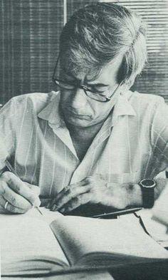 Jorge Mario Pedro Vargas Llosa, marqués de Vargas Llosa, conocido como Mario Vargas Llosa, es un escritor peruano, que adquirió nacionalidad española en 1993.