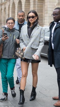 Turning heads: Hot on her heels was Shay Mitchell, who kept things androgynous in an oversized blazer Estilo Shay Mitchell, Shay Mitchell Style, Celebrity Casual Outfits, Trendy Outfits, Celebrity Style, Blazer Outfit, Blazer Fashion, Shawn Mendes, Billie Eilish
