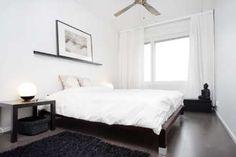 Modernin makuuhuoneen sisustuksessa vallitsee musta ja valkoinen. #etuovisisustus #makuuhuone #huom!