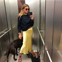 15 Silky Skirts To Buy Now Tendances Mode Automne Hiver Estilo Fashion, Fashion Mode, Fashion 2017, Fashion Outfits, Womens Fashion, Fashion Trends, Fashion Beauty, Fashion Clothes, Fashion Bags