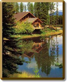 Amazing log lakehouse in the backwoods of Montana