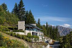 Stelvio, The Peak - Mason & Wales Architects Best Modern House Design, Modern Exterior House Designs, Modern Villa Design, Exterior Design, Hillside Villas, Hillside House, Mountain Home Exterior, Modern Mountain Home, Modern Mansion