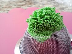 Fondant grass using a sieve.