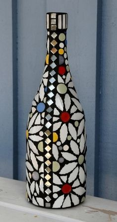 Plastic Bottle Art, Glass Bottle Crafts, Wine Bottle Art, Diy Bottle, Mosaic Bottles, Painted Glass Bottles, Decorated Bottles, Glass Painting Designs, Pottery Painting Designs