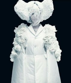 Comme des Garcons - White Drama: handcrafted flowers
