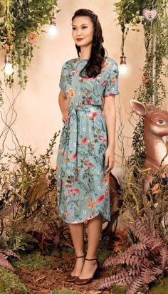 Vestido Midi Cantoria Verde | Antix Lovely Dresses, Simple Dresses, Modest Fashion, Fashion Dresses, Casual Fall Outfits, Skirt Outfits, Girls Dresses, Mac, Womens Fashion