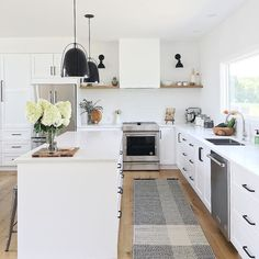 Uplifting Kitchen Remodeling Choosing Your New Kitchen Cabinets Ideas. Delightful Kitchen Remodeling Choosing Your New Kitchen Cabinets Ideas. Farmhouse Kitchen Cabinets, Kitchen Rug, Kitchen Cabinet Design, Kitchen Decor, Kitchen Black, Kitchen Ideas, Kitchen Backsplash, Kitchen Counters, Kitchen Layout