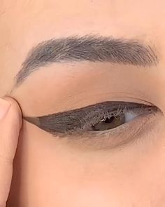 Eye Makeup Steps, Eyebrow Makeup, Diy Makeup, Beauty Tips For Skin, Beauty Make Up, Beauty Hacks, Eye Liner Tricks, Makeup Lessons, Eyeliner Looks
