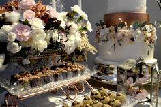 Mesa de doces super decorada da Carol Melo Doces.