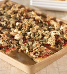 Chicken, Tomato and Basil Flatbread in the Medium Bar Pan, direct from the Pampered Chef Test Kitchens! A recipe straight from The Pamper. Pampered Chef Party, Pampered Chef Recipes, Baker Recipes, Cooking Recipes, Healthy Recipes, Pampered Chef Stoneware, Flatbread Pizza, Pizza Pizza, Pasta