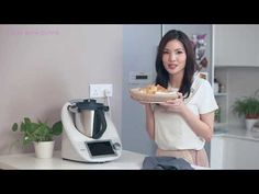 The Japanese milk bread is a favourite among kids as it is soft and sweet! Try it today with this recipe from Olivia, the cookbook author of children cookboo. Milk Bread Recipe, Bread Recipe Video, Bread Recipes, Japanese Milk Bread, Steamed Buns, Keurig, Food Videos, Dishes, Cooking