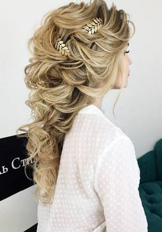 Bridal Hairstyles Inspiration : Long Wedding Hairstyles & Bridal Updos via Elstile / www. Wedding Hairstyles For Long Hair, Vintage Hairstyles, Pretty Hairstyles, Bride Hairstyles, Hairstyle Ideas, Bridal Hair Inspiration, Romantic Wedding Hair, Bridesmaid Hair, Short Hair Styles
