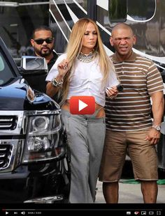 Funny Video of Jennifer Lopez Vs. Celebrity Selfies, Surreal Photos, Love Scenes, Dog Diapers, Fitness Magazine, Iconic Movies, Girl Gifs, Scarf Hairstyles, Celebs