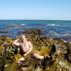 Glamor Shot Boy lieing lying in Kelpbad Family Portraits Bad Family Photos Ellen worst family pics funny pictures awkward family photos wtf ugly people stupid people crazy people weird people