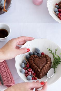 http://www.cocinandoconmicarmela.com/mini-bundt-cake-de-chocolate/