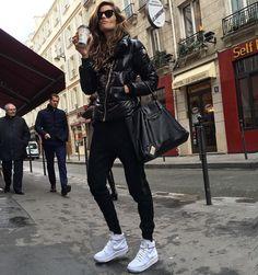 Easy like Sunday morning...Bonjour  #paris #goodmorning #bomdia #coffee #lazysunday #moodoftheday by iza_goulart