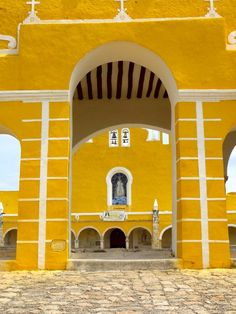 There is a city in Mexico, Izamal, which is all painted yellow! Its known as the Yellow City. This is part of the Franciscan convent.