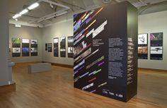 Image-focused exhibit design