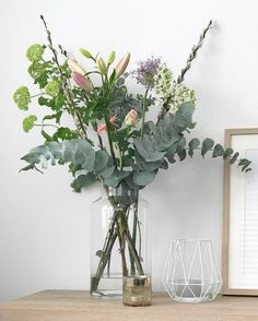 Tall Glass Vase for Bathroom Window This tall vase will make a great statement in your bathroom. Fill it in with seasonal flowers and foliage for that extra touch to your personal space. Home Flowers, Faux Flowers, Fresh Flowers, Beautiful Flowers, Arrangements Ikebana, Floral Arrangements, Floral Centerpieces, New Shape, Tall Glass Vases