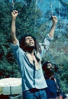 Bob Marley live at Santa Barbara County Bowl, California, USA, 1976 Image Bob Marley, Arte Bob Marley, Bob Marley Legend, Reggae Bob Marley, Reggae Rasta, Rasta Man, Reggae Music, Reggae Style, Bob Marley Citation