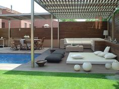 Ideas para dar un aire chill out & lounge a la piscina… Backyard Pool Designs, Swimming Pools Backyard, Swimming Pool Designs, Pool Landscaping, Backyard Patio, Swiming Pool, Zen Garden Design, Patio Design, Terrazas Chill Out