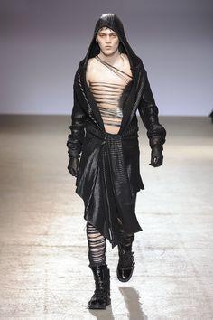 Gareth-Pugh-Autumn-2009-Menswear-Paris-Fashion-Week