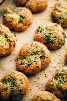 Vegan Sundried Tomato Parmesan Garlic Knots | Recipe | Holidays | Bread
