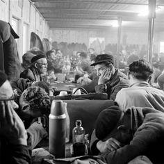 foto: © Kors van Bennekom - Actievoerend NS-personeel op Centraal Station Amsterdam (juni 1961)