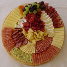 New appetizers for party display meat 45 ideas Party Finger Foods, Party Snacks, Appetizers For Party, Appetizer Recipes, Party Food Platters, Food Trays, Meat Trays, Meat Platter, Meat Cheese Platters