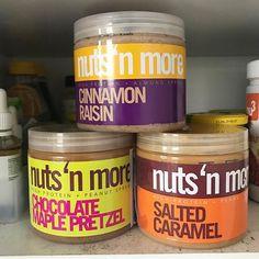 Meine geheime Food Leidenschaft: Nussbutter! Ein Teelöffel zu meinen Overnight Oats und einer über meinen abendlichen Früchtequark. @nutsnmore ist super fancy und geil, aber ich liebe auch meine Erdnussbutter von @nu3_de, und Haselnussmus, Tahina, Mandelbutter von @rapunzel_naturkost. Letztere gibt es in jedem Bio Markt. Achtet darauf, dass euer Nussmus keinen zugesetzten Zucker hat. Braucht es gar nicht!  #einpummelwirdfit 💪  #foodporn #cleaneating #eathealthy #yummy #weightloss #abnehmen…