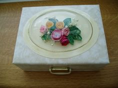 Quilled jewellery box lid