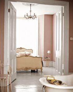 Romantic bedroom Apartment - A Little Collection of Romantic Bedrooms White Bedroom, Dream Bedroom, Master Bedroom, Blush Bedroom, Pretty Bedroom, Bedroom Bed, Style At Home, Bedroom Apartment, Bedroom Decor