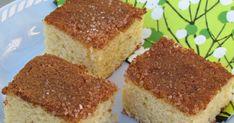 Dette er en kake som bør tas fram fra glemselen! Kjært barn har mange navn, men vi har ofte referert til denne som Vaniljesauskake. Årsak:... Cupcakes, Let Them Eat Cake, Coco, Cornbread, Tiramisu, Nom Nom, Baking, Ethnic Recipes, Fairy Cakes