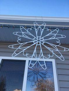 Diy Christmas Snowflakes, Christmas Yard Decorations, Snowflake Decorations, Christmas Crafts For Kids, Holiday Crafts, Christmas Holidays, Hanger Crafts, Christmas Light Displays, Clothes Hangers