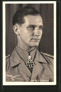 Alte Ansichtskarte: AK Ritterkreuzträger Oberleutnant Hans-Joachim Marseille, Jagdflieger, Stern von Afrika