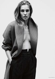 LE FASHION BLOG VOGUE GERMANY EDITORIAL Knoepfel Indlekofer Nicola Knels Nadja Bender CHIC MINIMAL CASUAL FRENCH EASY HAIR OVERSIZED LONG WOOL COAT PAPER BAG TROUSER PANTS 4
