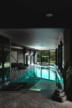 Jaw-Dropping Indoor Swimming Pool Ideas That'll Stunt You Luxury Swimming Pools, Luxury Pools, Swimming Pool Designs, Piscina Interior, Modern Pools, Luxury House Plans, Indoor Swimming Pools, Home Interior, Modern Interior