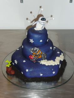 WALL-E CAKE: I just wanna give WALL-E a giant hug every time I watch this movie.