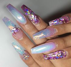Iridescent nail ideas with a touch of glitter Sexy Nails, Dope Nails, Fancy Nails, Pretty Nails, Nails Decoradas, Acryl Nails, Nail Jewels, Modern Nails, Hair Skin Nails