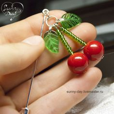 """Pulseiras feitas à mão.  Feira Masters - handmade brooch pinos, """"Cherry"""".  Handmade. Beaded Necklaces, Beaded Jewelry, Beading Ideas, Cool Diy Projects, Cute Crafts, Jewellery Making, Cherry Blossom, Ribbons, Wire Wrapping"""