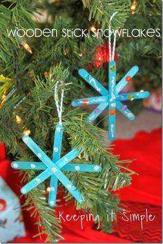 Keeping it Simple: Wooden Stick Snowflake Ornaments.