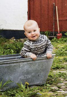 Shetlandssweateren i ministørrelse er strikket i det blødeste alpakkagarn, men i to forskellige tykkelser