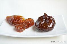 Dulceata de smochine cu lamaie sau vanilie. Cum se prepara dulceata de smochine? Fructe intregi, sticloase, translucide, fierte in sirop de zahar si aromatizate cu felii de lamaie. Aceasta dulceata de smochine este una dintre preferatele mele si o fac in fiecare an, din fructe culese din gradina Dianei.