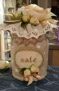 BARATTOLO SALE - Linea Pois Bianco - PatriziaB.com Raffinato esempio di barattolo del sale. Ha scritta ricamata a mano ed è decorato artigianalmente con nastri, fiori e cordone
