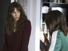 Spencer Hastings' Burgundy V-Neck Sweater on Pretty Little Liars Pretty Little Liars Episodes, Pretty Litle Liars, Pretty Little Liars Seasons, Pretty Little Liars Fashion, Spencer Hastings Style, Style Icons, Burgundy, V Neck, Long Hair Styles