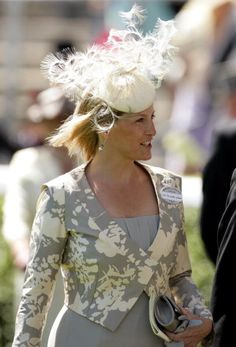 HRH Sophie Countess of Wessex attends day two of Royal Ascot at Ascot Racecourse on June 2010 in Ascot, England. Get premium, high resolution news photos at Getty Images Prince Charles And Diana, Prince Edward, Sophie Rhys Jones, Countess Wessex, Lady Louise Windsor, Elisabeth Ii, British Royal Families, Fancy Hats, Royal Ascot